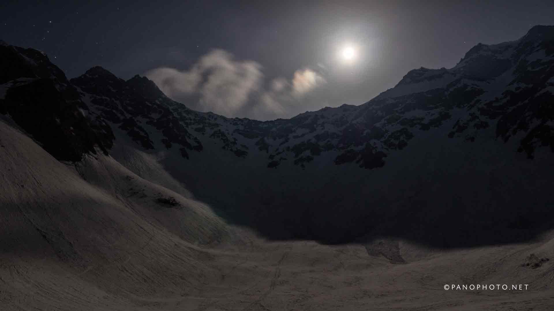 Tsurione moonset view from Karasawa Hut Tent Vilage | Panasonic LUMIX DMC-GH4 + Panasonic LUMIX G X VARIO 12-35mm F2.8 ASPH. POWER O.I.S.